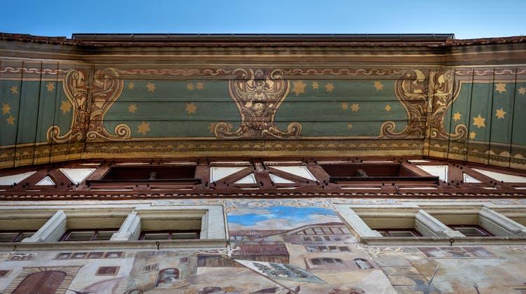 In der Stadt lohnt sich der Blick nach Oben: Prächtige Beispiele der Unterdächer