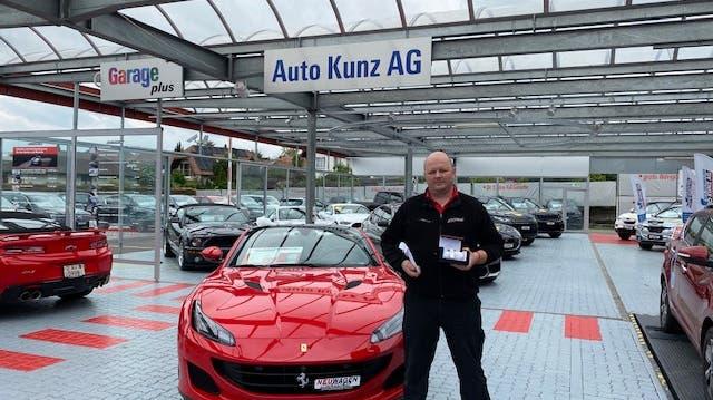 Auto Kunz würdigt 20-jähriges Dienstjubiläum von Vladan Nesic