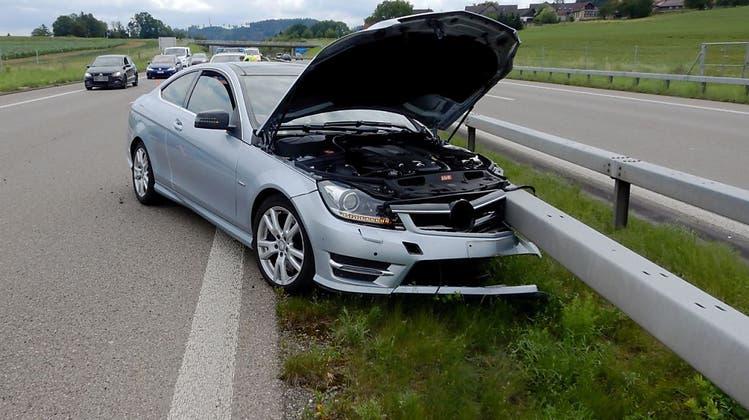 Sekundenschlaf auf A1: 81-jähriger Autofahrer im Glück – doch hoher Sachschaden