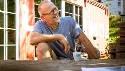 Guten Kaffee gibt es auch vor dem Container im Lattich-Areal: Roman Rutishauser hat hier sein Klein-Venedig mitten in St. Gallen gefunden. (Bild: Tobias Garcia)