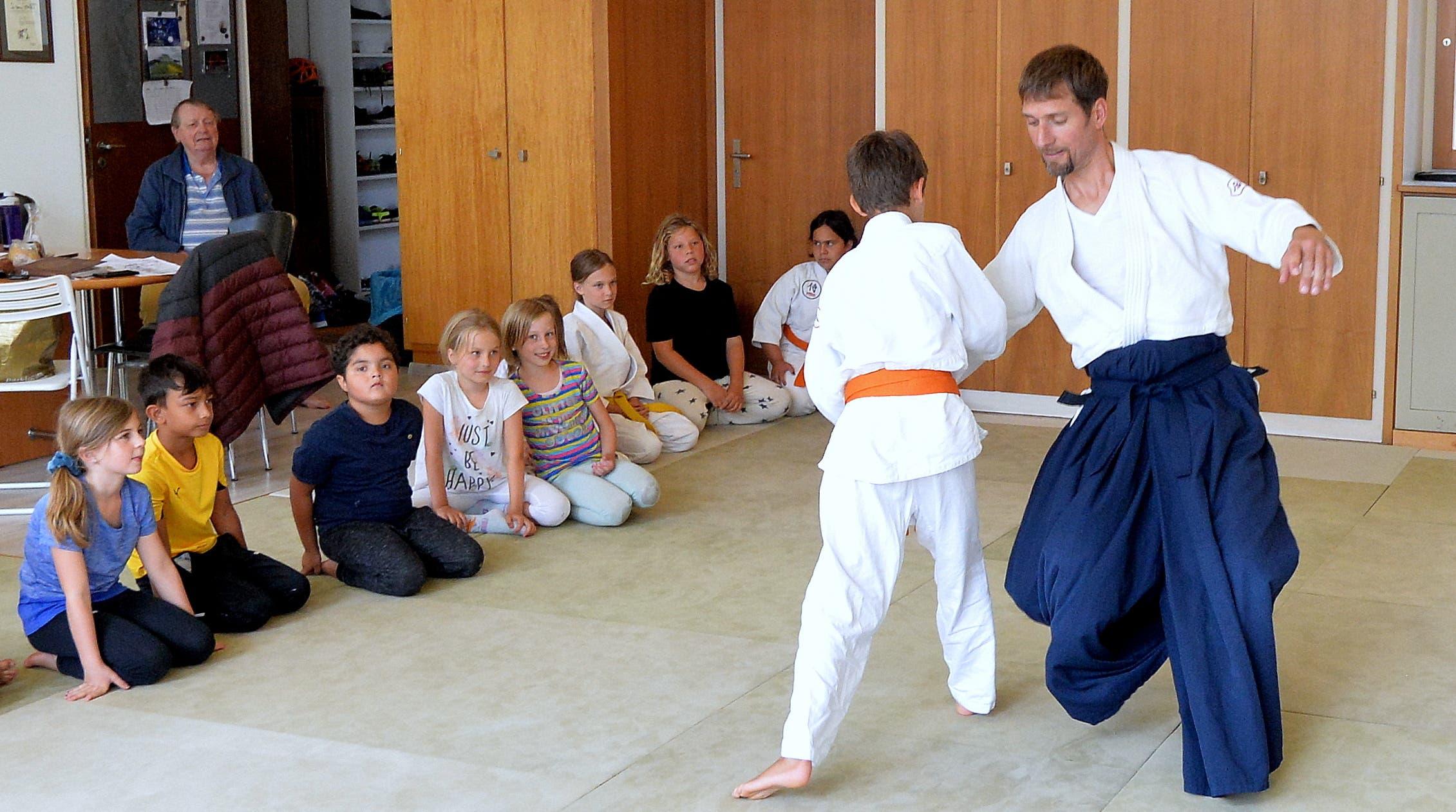 Kinder beim Aikido.