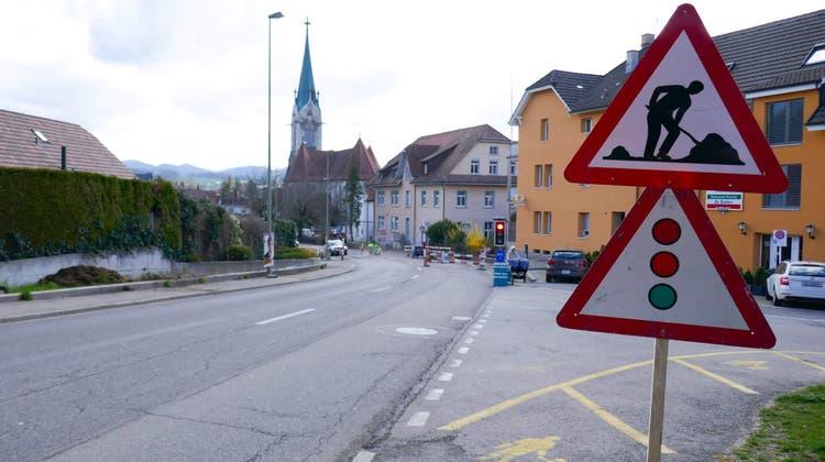 Erneuerung der Röschenzstrasse: Strasse von Hinterfeldstrasse bis Weststrasse nur in eine Richtung befahrbar