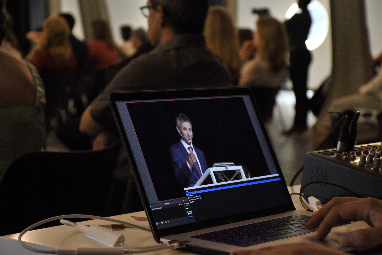 Im Livestream konnte man unter anderem die Rede von Rektor Matthias Angst verfolgen.
