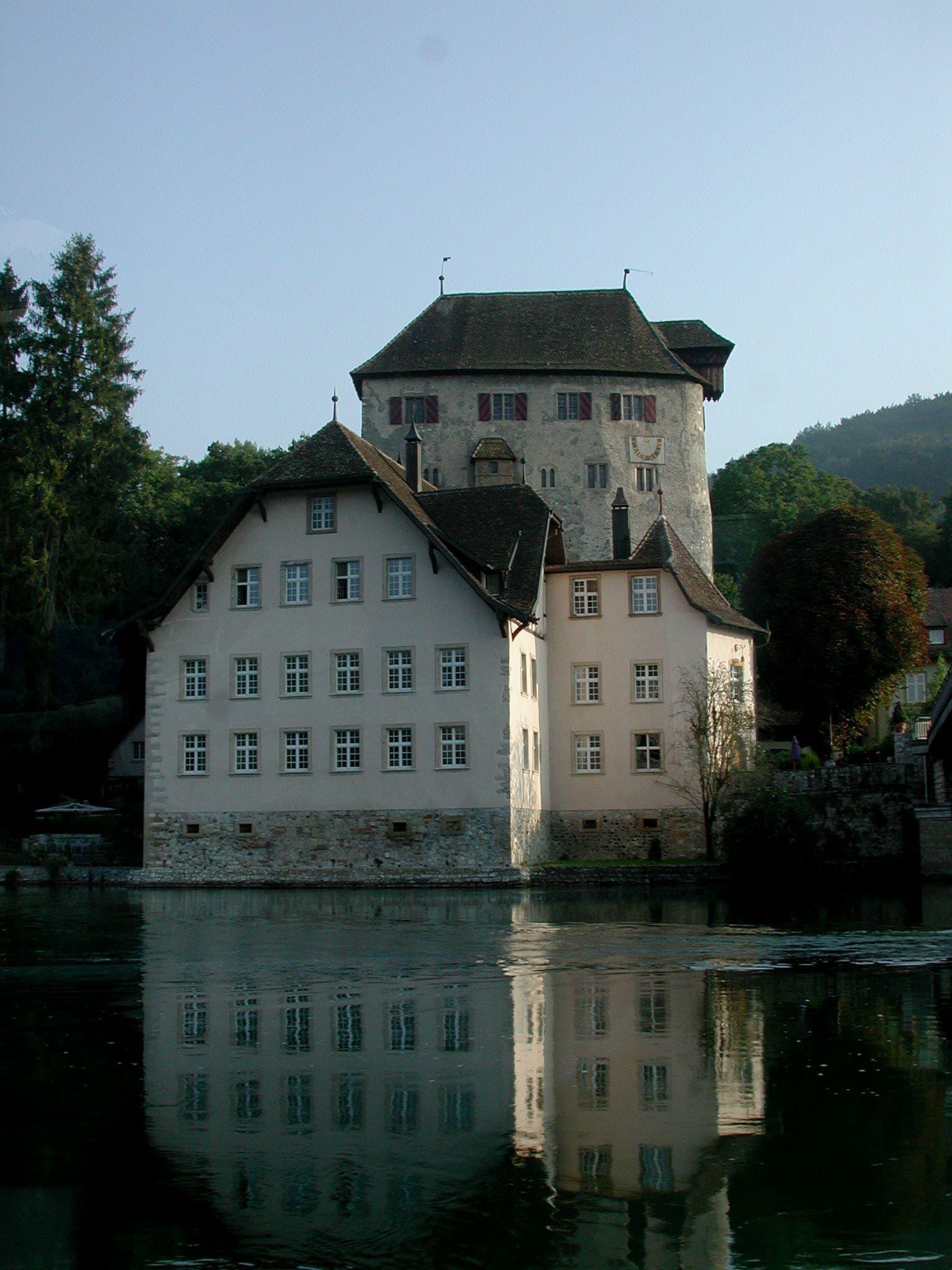 Auch das Schloss Röteln (Burg Rotwasserstelz) gegenüber von Kaiserstuhl wird in der Novelle genannt.