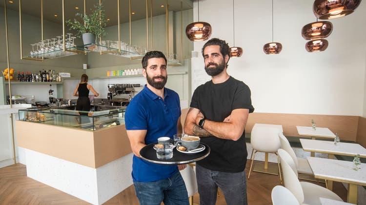 Guter Kaffee kennt keine Krise: Das kultige Lieblingscafé an der Basler Falknerstrasse hat wieder offen