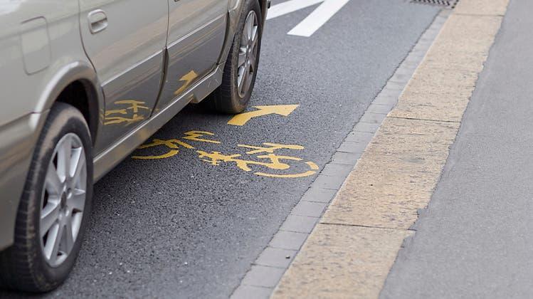 Zwei neue Radstreifen am Zürcher HB für mehr Sicherheit – dafür weniger Platz für Autos