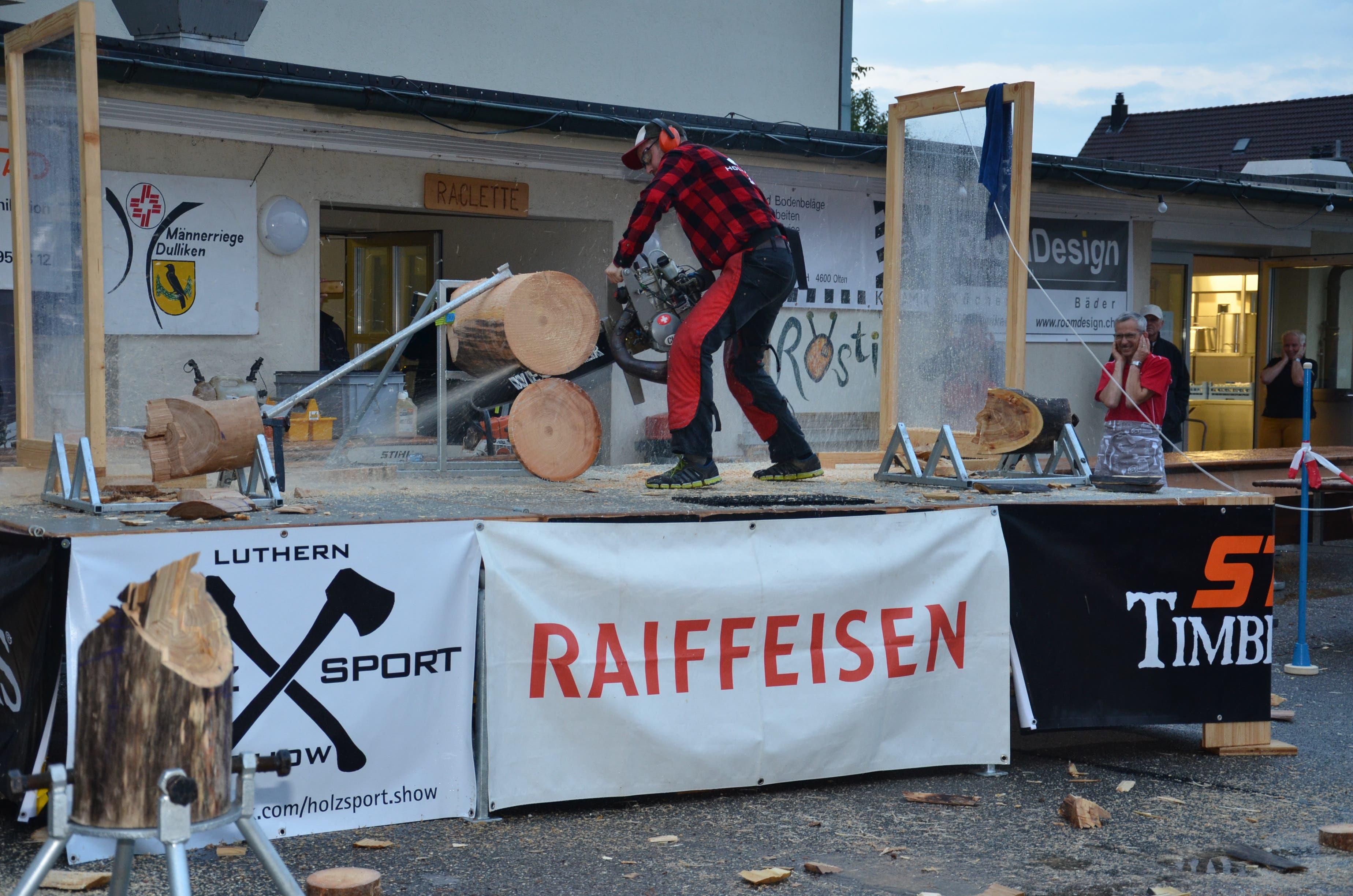 Starke Männer und kreischende Sägen, Holzsport Show