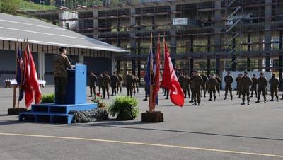 Übergabe der Einsatzabzeichen an die Angehörigen der Swisscoy 42 auf dem Waffenplatz Wil in Oberdorf. (Bild: PD)