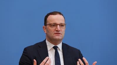 Deutschlands Gesundheitsminister Jens Spahn: Die Bundesregierung könnte schon bald Quarantänepflichtfür Einreisende aus weiteren Schweizer Kantonen verhängen. (Christian Marquardt / Pool / EPA)