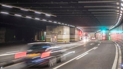 Das Nord-Portal des Gotthard Strassentunnels zwischen dem Vortunnel und der eigendlichen Tunnelleinfahrt, rechts, und der Voraussichtlichen Einfahrt, links, der noch zu bauenden 2. Gotthard Tunnelroehre am Donnerstag 31. August 2017. Der Bund wird im Herbst 2017 ueber das Projekt 2. Gotthard-Strassentunnelroohre informieren. (KEYSTONE/Urs Flueeler) (Urs Flueeler / KEYSTONE)