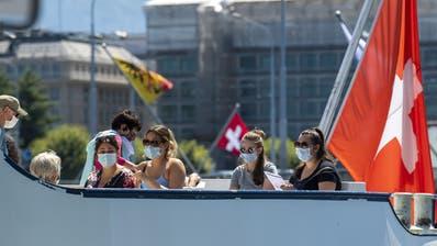 Die wenigen Touristen in Genf sind es sich gewohnt, ihre Kontaktangabenzu hinterlassen. Die kantonale Regierung möchte beim Contact-Tracing nun aber möglicherweise einen Schritt weiter gehen. (Martial Trezzini / KEYSTONE)