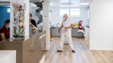 Rund 45 Personen arbeiten im neuen Ärztezentrum in Hochdorf. (Bild: Nadia Schärli (Hochdorf, 13. Oktober 2020))