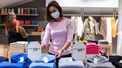 Ab morgen Samstag gilt in allen Verkaufsgeschäften im Kanton Luzern eine generelle Maskenpflicht. (Bild: Patrick Hürlimann (Luzern, 7. Oktober 2020))