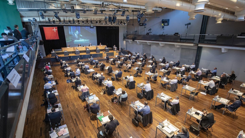 Der Schwyzer Kantonsrat tagt wegen der Coronapandemie im Mythen-Forum in Schwyz. (Bild: Keystone)