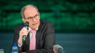 Regierungsrat Fredy Fässler und Regierungsratspräsident Bruno Damann informieren über die neuen Coronamassnahmen. (Bild: Michel Canonica)