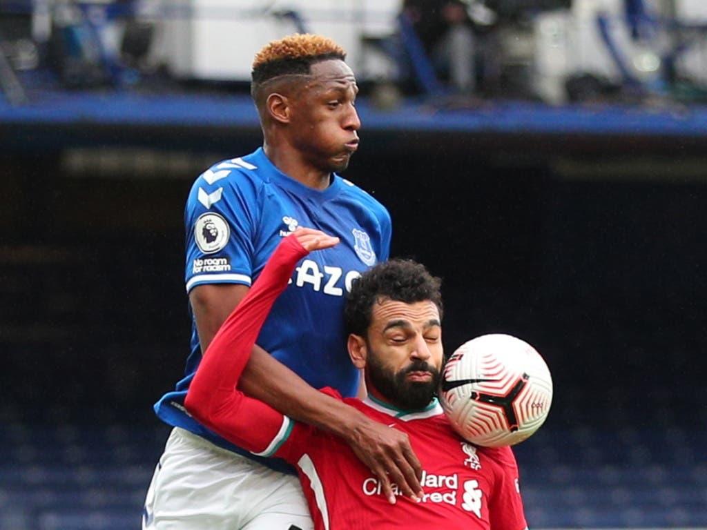 Harter Kampf im Merseyside-Derby: Evertons Yerry Mina (oben) gegen Mohamed Salah