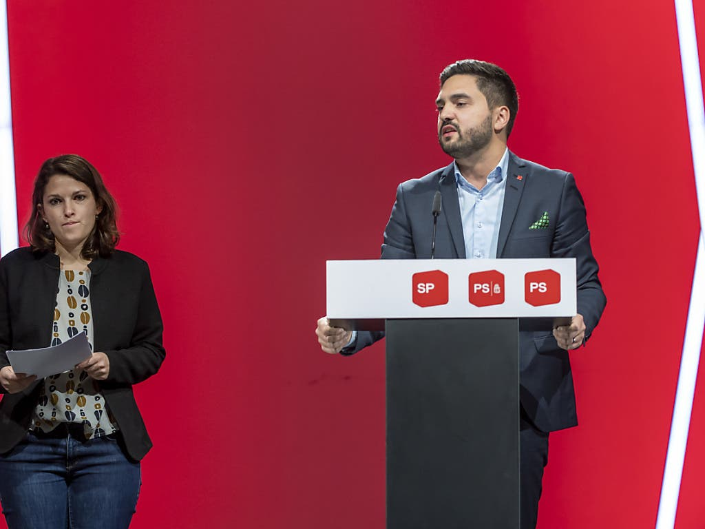 Das neue SP-Präsidiums-Duo mit der Zürcher Nationalrätin Mattea Meyer und ihrem Aargauer Ratskollegen Cédric Wermuth am über Internet übertragenen Parteitag in Basel.