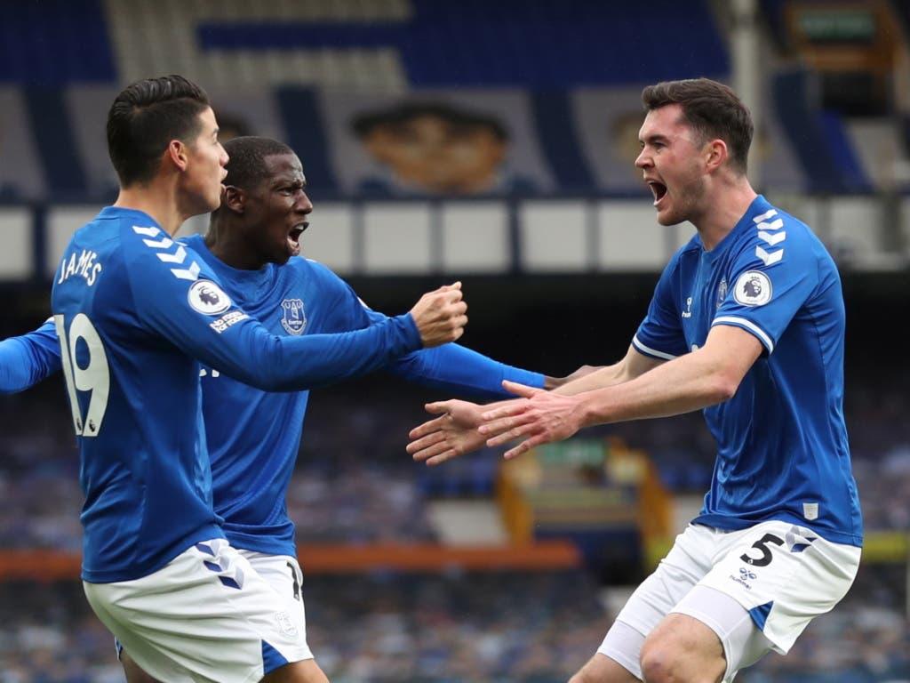 Evertons erster Torschütze Michael Keane (rechts) im Jubel mit Mitspielern