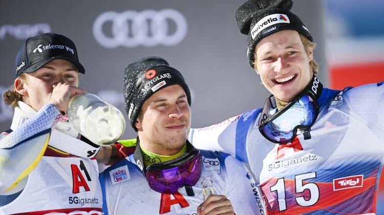 Der Gewinner Lucas Braathen (Norwegen) und die beiden Schweizer. (Gian Ehrenzeller / KEYSTONE)