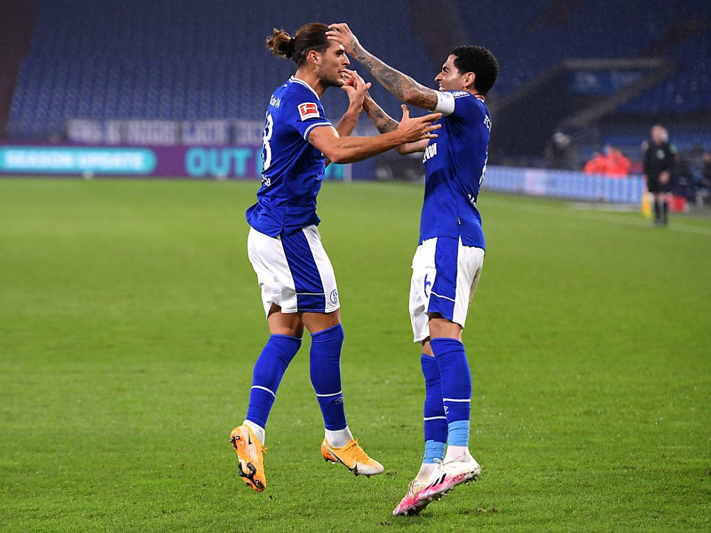 Jubel auf Schalke über den ersten Punkt: Gonçalo Paciencia (links) nach seinem Ausgleich zum 1:1