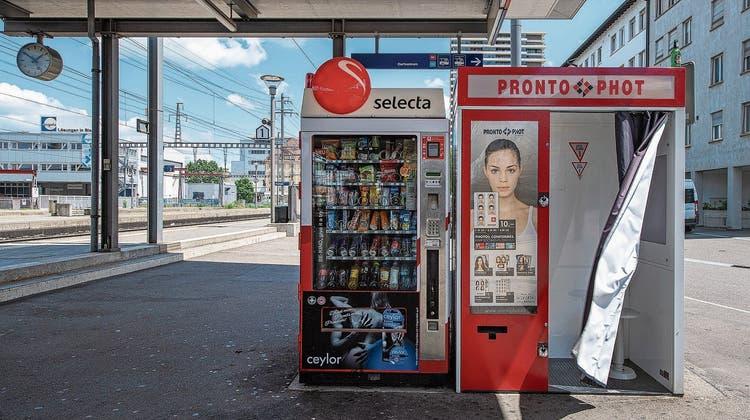 Selecta-Automat an einem Schweizer Bahnhof: Wegen ausbleibender Pendler sank die Auslastung der Geräte deutlich. (Bild: Keystone)