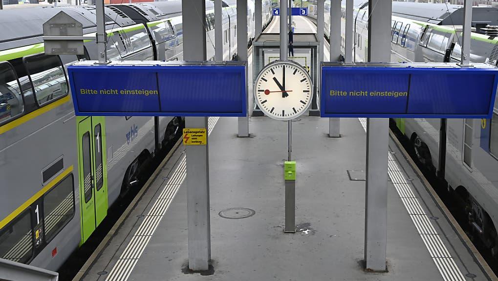 Im Nadelöhr für alle Züge nach Bern zwischen Wankdorf und Bern sind zwei Züge liegengeblieben. (KEYSTONE/Anex Anthony)