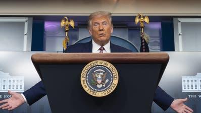 Öffentliche Auftritte des US-Präsidenten wie hier an einer Medienkonferenz in Washington dürfte es vorerst nicht geben: Donald Trump hat sich mit dem Coronavirus infiziert. (Chris Kleponis / Pool / EPA)