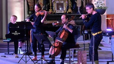 Beim Abendkonzert in Andermatt spielen «Rämschfädra» auf. Das Quartett besteht aus Sonja Füchslin(Klavier und Violine), Patrizia Pacozzi (Violine und Viola), Severin Suter (Violoncello) und Livia Bergamin (Flöte). (Bild: Peter Fischli/Gotthard Klassik-Festival (1. Oktober 2020))