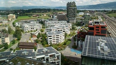 Die Suurstoffi in Rotkreuz zeichnet sich durch verschiedenartige Bauten aus. (Bild: Boris Bürgisser (2.September 2020))