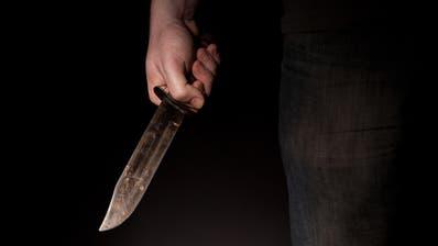 Mit 29 Messerstichen soll der Verdächtige in der Asylunterkunft in Mels sein Opfer getötet haben. (Bild:fotolia)