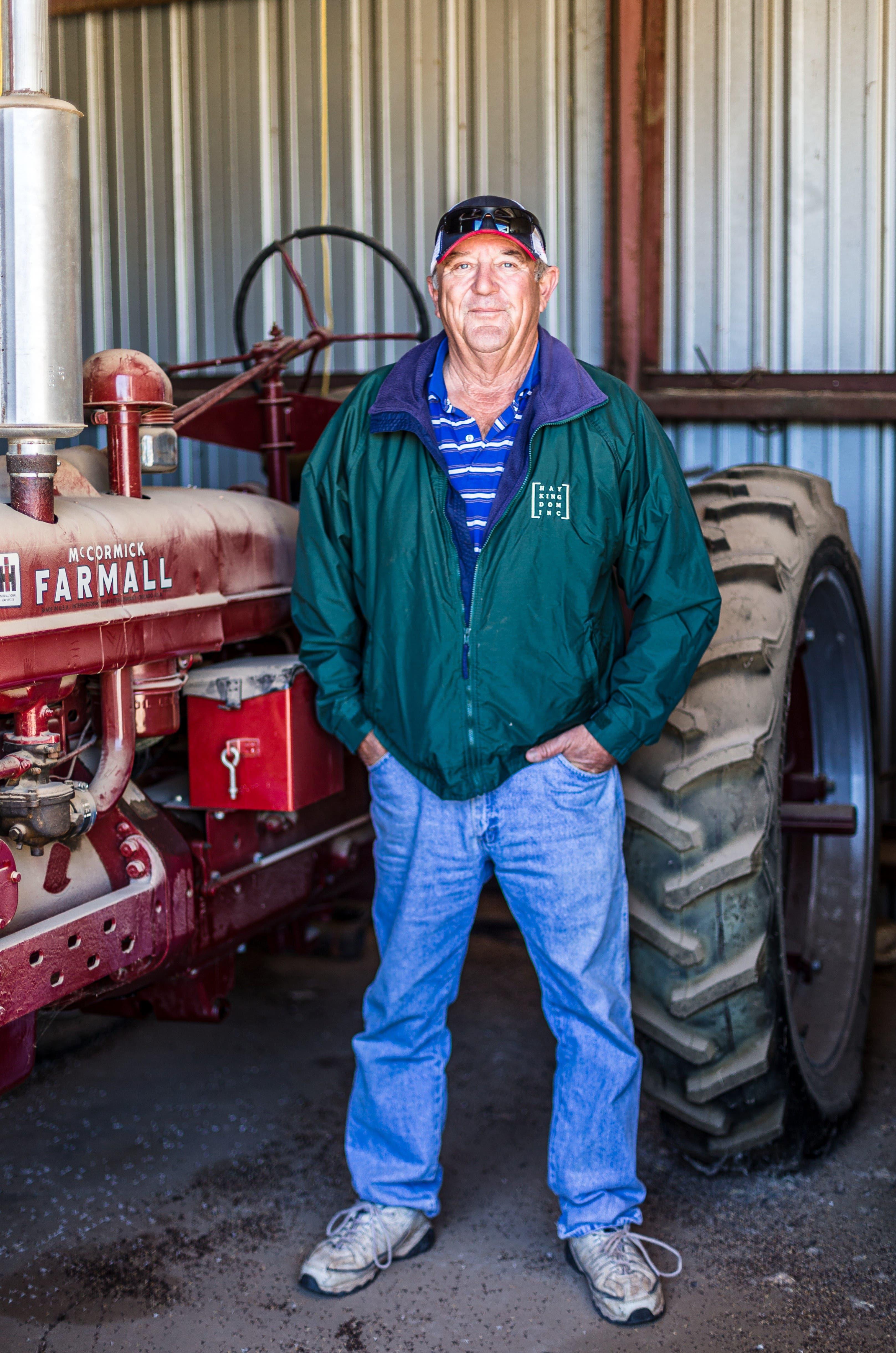 Landwirt Mike Omlin, Nachfahre von Obwaldner Einwanderern, kriegt die Probleme im Grenzgebiet sehr direkt mit.