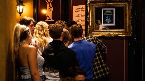 Clubben ohne Maske: in Dänemark noch immer möglich. (Keystone)
