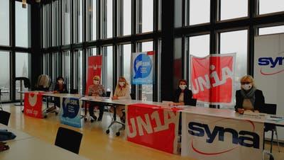 «So kann es nicht weitergehen!» – Hoch über der Stadt St.Gallen, im 12. Stock des Rathauses, informieren der Verband der Pflegefachleute (SBK) sowie die Gewerkschaften VPOD, Unia und Syna über geplante Proteste. (Bild: Adrian Lemmenmeier)