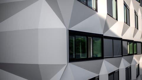 Blick auf die Fassade der Universität Luzern. (Bild: Pius Amrein (Luzern, 13. Oktober 2020))