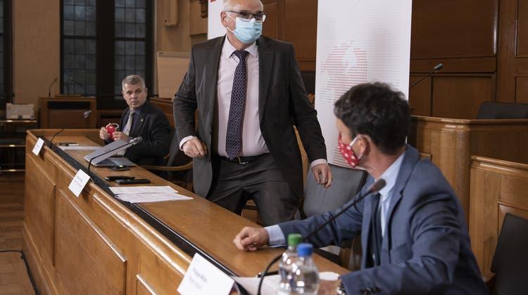 Die Berner Regierungsräte Christoph Ammann, Regierungspräsident Jean Pierre Alain Schnegg und Philippe Müller (v.l.) am Freitag in Bern. (Peter Schneider / Keystone)