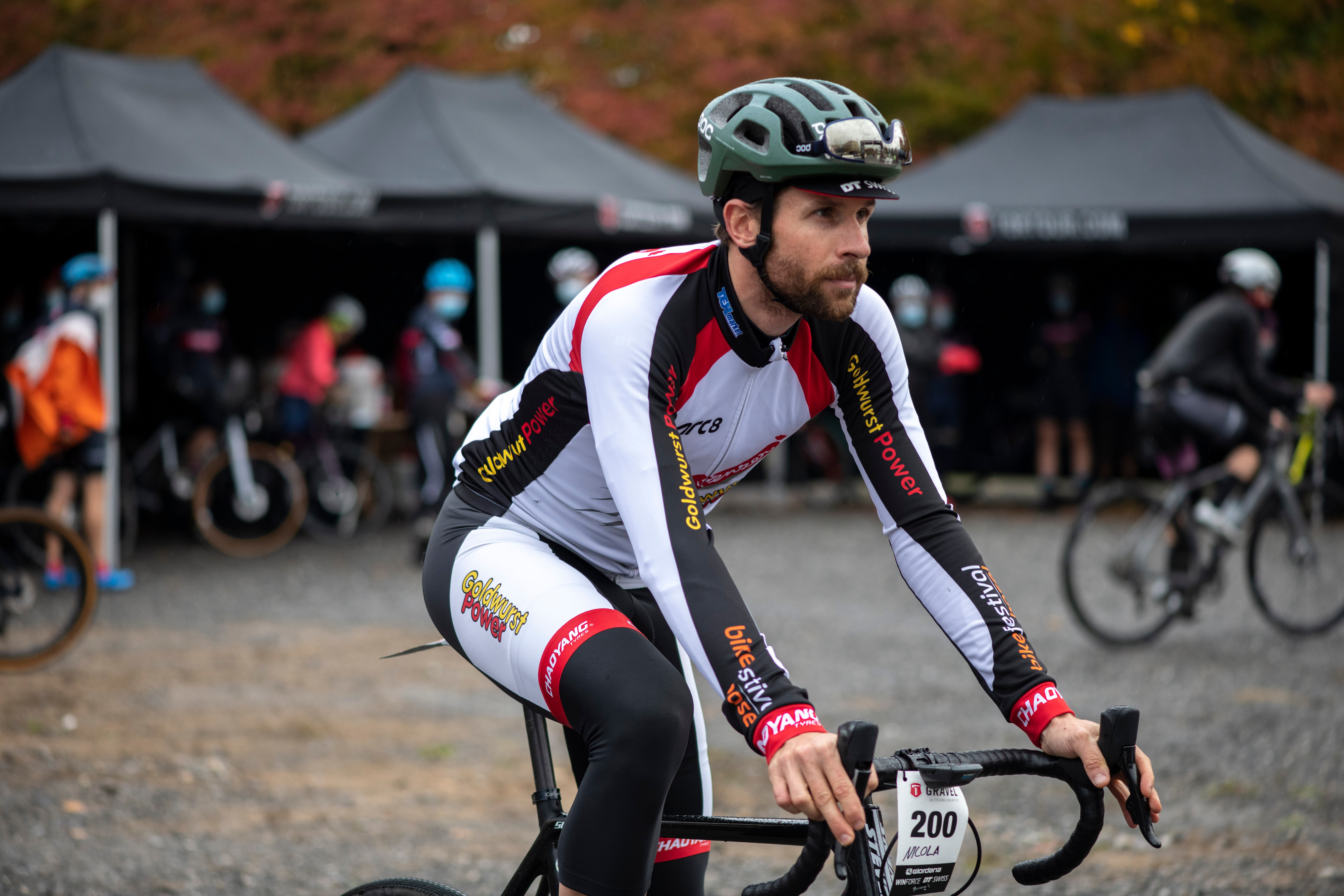 Der im zugerischen Edlibach wohnhafte Baselbieter ist seit 10 Jahren Berufsfahrer mit einer UCI-Lizenz (Union Cycliste Internationale) und verdient seinen Lebensunterhalt mit dem Rennsport.