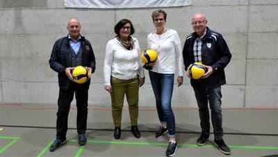 Supporterpräsident Charly Meichtry, VBC-Präsidentin Sonja Mathis, Eventverantwortliche Sandy Wirth und SCA-Präsident Hans-Jörg Schaub. ((Bild: ZVG))