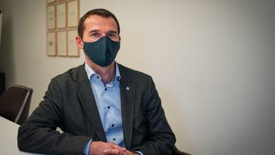 Gemeindepräsident Ueli Frischknecht ist entsetzt über das Verhalten der Hochzeitsgäste. (Bild: Raphael Rohner)