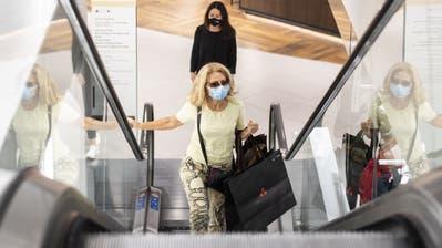 Das Warenhaus Jelmoli in Zürich. Der Kanton hat als einer der ersten eine Maskenpflicht in den Einkaufsläden eingeführt. (Ennio Leanza / Keystone (27. August 2020))