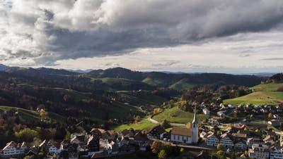 Eine Gemeinde im Coronafokus: Schwellbrunn. (Bild: Keystone/ Gian Ehrenzeller)
