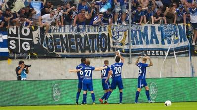 Wird es vorerst nicht mehr geben: Zuschauer und Spieler beim Feiern. (Bild:, Eddy Risch / Keystone (Luzern, 20. Juli 2019))