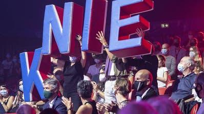 Bundesrat Alain Berset spricht einer ausserordentlichen Medienkonferenz zu den verschaerften Corona-Massnahmen, am Sonntag, 18. Oktober 2020, im Bundeshaus in Bern. (KEYSTONE/Marcel Bieri) (Marcel Bieri / KEYSTONE)