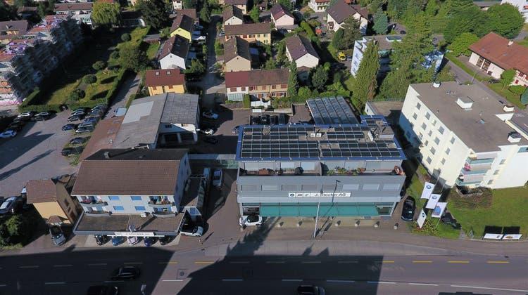 Die J. Stocker AG in Neuenhof beweist Nachhaltigkeit im Showroom und auf dem Dach