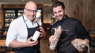 «Italien ist nicht stehengeblieben»: Wirt Giuseppe Ventre und Spitzenkoch Luciano Di Guidain der «Osteria San Gallo». (Bild: Ralph Ribi (30. Juni 2020))