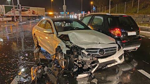 Beim Unfall entstand ein Sachschaden von rund 135'000 Franken (Bild: Luzerner Polizei)