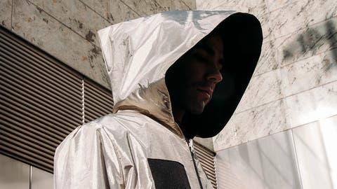 Tarnkleider fürs Digitalzeitalter: Dieser Mantel schützt vor Handytracking