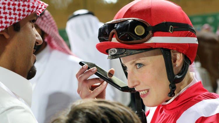 Sibylle Vogt reitet der Konkurrenz in Saudi-Arabien davon