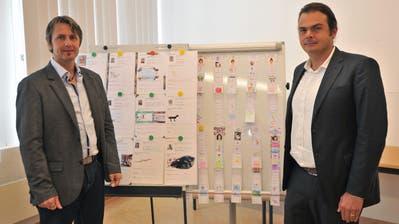 Guido Baumann, Schulleiter der Kreisschule Ursern (links) und Vahan P. Roth, Vertreter der Trägerschaft der Schule El Gouna. (Bild: Urs Hanhart (Andermatt, 1. Oktober 2020))