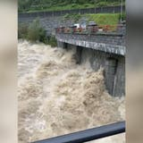 Videos zeigen: So tobt die Reuss im Kanton Uri