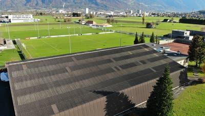 Die Gemeinde will im Sinne einer gesamtheitlichen Weiterentwicklung der Sportanlagen die Tennishalle kaufen. (Bild: Heini Schwendener)
